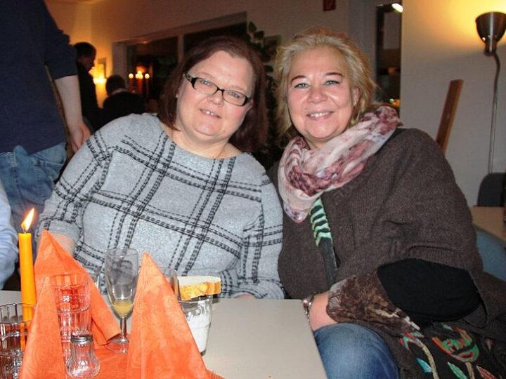 Zwei, die sich verstehen. Martina Burmester mit ihrem Gast Romy Arnold. Foto: bbiew