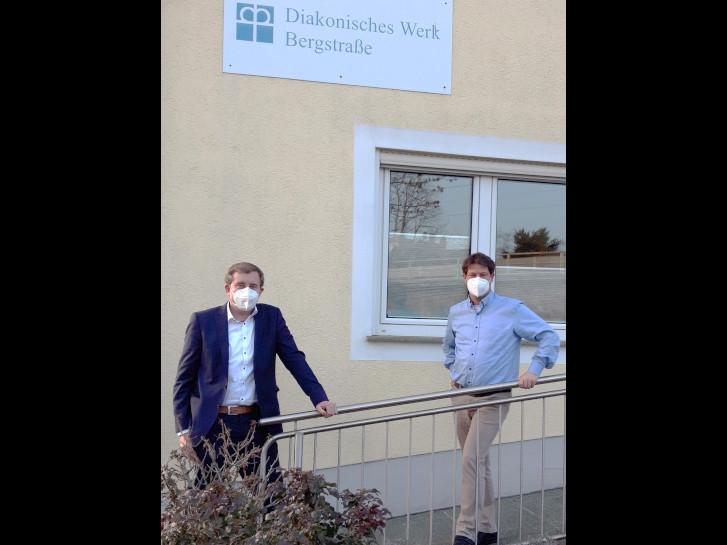 Kreisbeigeordneter Karsten Krug und Tobias Lauer, Leiter des Diakonischen Werks Bergstraße (von links). Foto: DWB