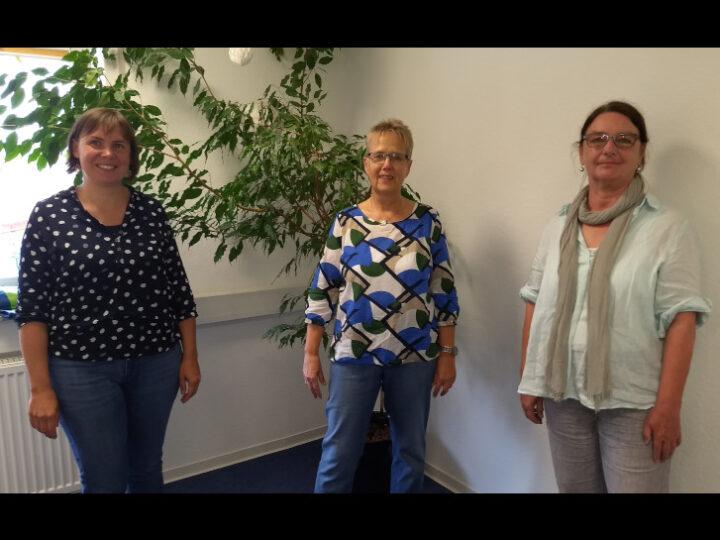 Freuen sich, dass es nun auch in Rimbach eine Beratungsstelle für Schwangere gibt. Von links: Judith Friedrich (Sozialpädagogin), Irene Finger (Leiterin Diakonisches Werk Bergstraße) und Martina Gaiser (Sozialpädagogin). Foto: DWB