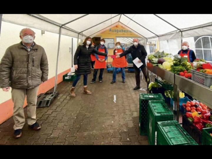Seit 13 Jahren backt Dieter Kunkel für den guten Zweck. Seine Plätzchen verkauft er beim Weihnachtsmarktstand der CDU-Fraktion Wald-Michelbach, der Erlös kommt sozialen Einrichtungen zugute. In diesem Jahr wurde unter anderem die Tafel in Rimbach bedacht. Bild: CDU