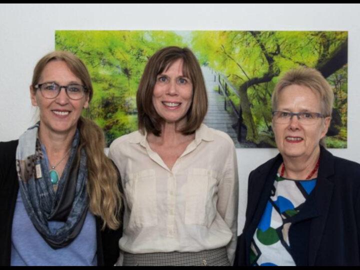 Frauenpower: Susanne Hagen, Dr. Uter Weber-Schäfer und Irene Finger (von links) wollen künftig verstärkt Schüler und Studenten als Tafel-Helfer gewinnen. Foto: Sascha Lotz