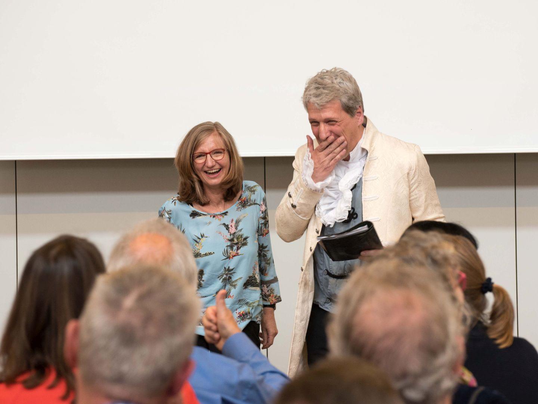Ursula Thiels und Carsten Englert alias Friedrich Hölderlin. Foto: DH